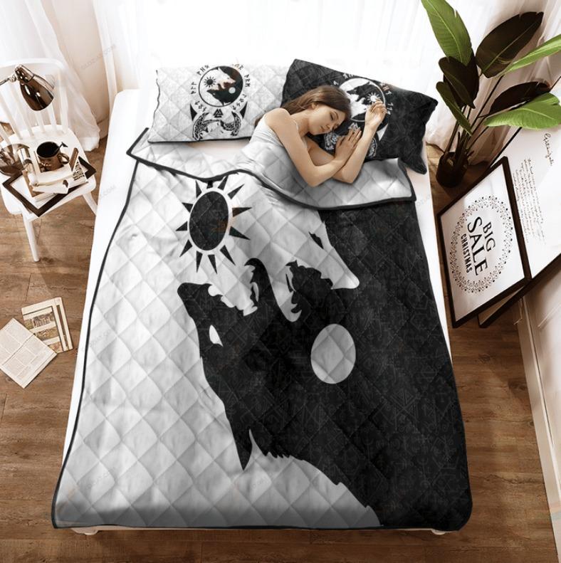 Viking skoll and hati bedding set