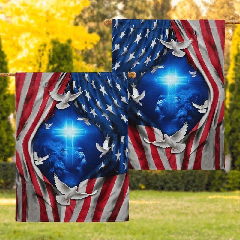 Lion and doves American flag